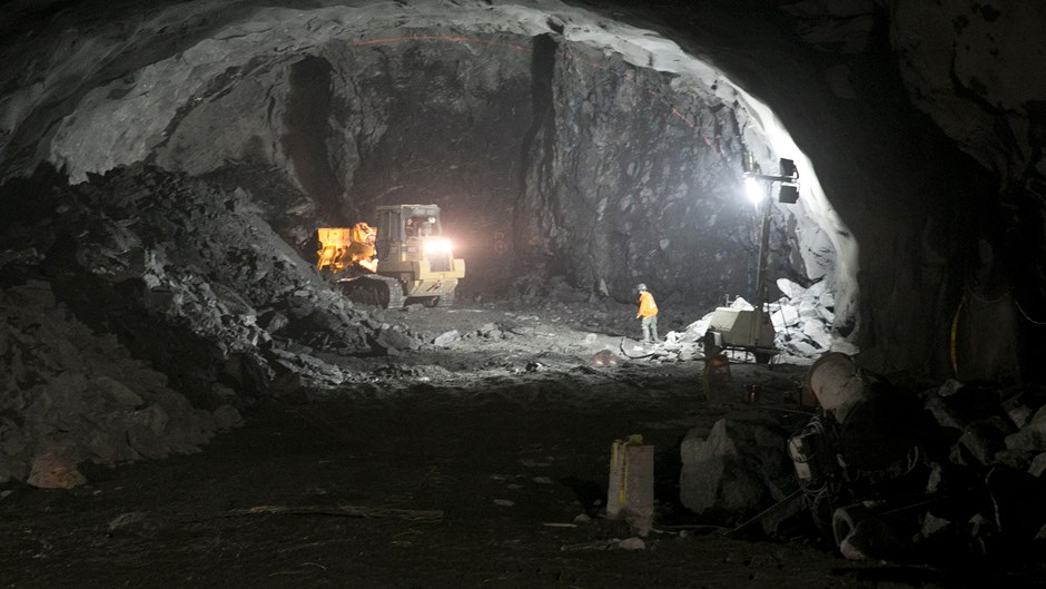 worker-in-2nd-ave-tunnel