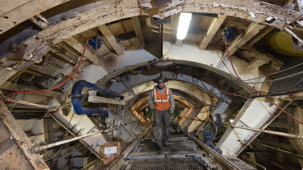 worker-inspects-tbm