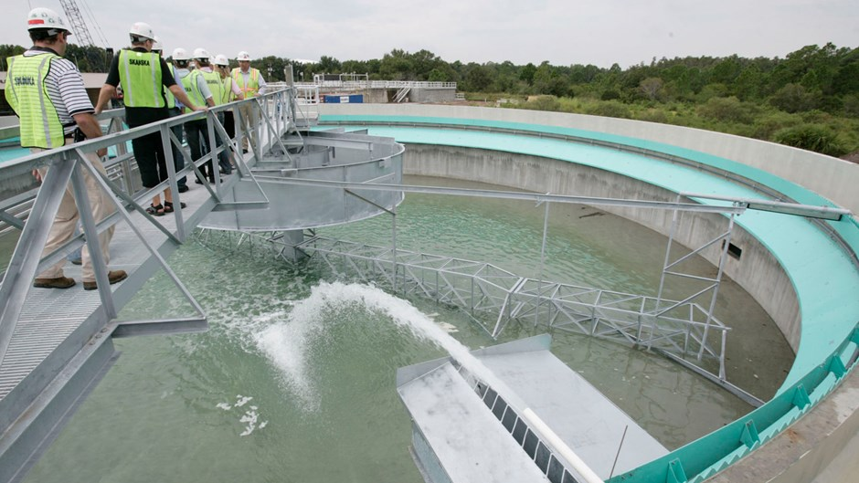 skanska-workers-tour-water-treatment-plant