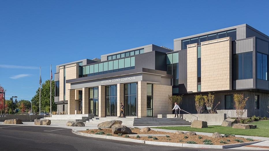 Jefferson County wanted a structurally sound, modern courthouse that would replace a deteriorating former building. Skanska worked with DLR Group and HSR Architects to deliver a modern facility with a classic courthouse design, featuring improved security systems, comfortable public spaces, expanded offices and larger courtrooms to accommodate more jury trials.