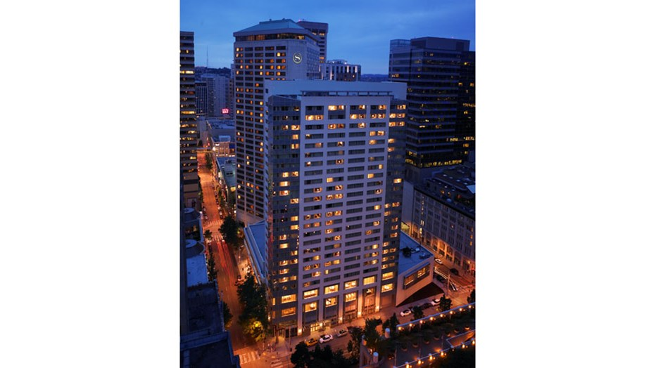 MetLife wanted to expand the number of meeting rooms and accommodations available to guests at the Seattle Sheraton Hotel in downtown Seattle, Washington. To keep the hotel fully operational, Skanska creatively sequenced each construction activity to mitigate disruptions to guests during their stay.